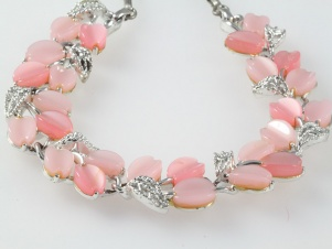 Incredible two tone pink thermoset vintage necklace signed LISNER