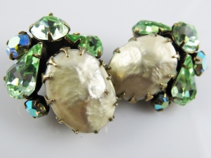 REGENCY mabe pearl vintage green rhinestone clip on earrings