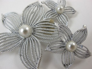 1967 vintage Sarah Coventry 'Moon Flower' huge brooch earring set