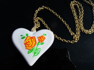Vintage necklace pendant retro heart flower 1970s