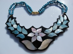 Vintage necklace inlaid shell flower necklace- bold