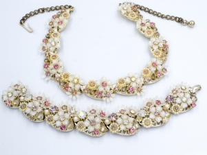 ART signed 1950s plastic flower necklace bracelet set