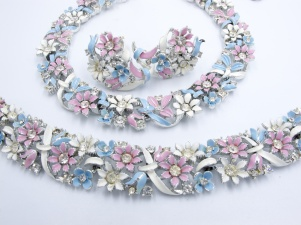1950s blue white pink enamel LISNER parure necklace bracelet earrings