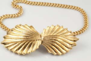 1950s chunky golden choker front fastening
