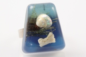 1960s original shell coral blue lucite adjustable ring