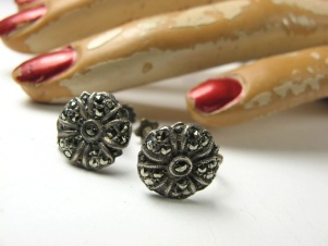 Dainty vintage marcasite screw back earrings