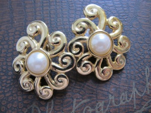 1980s huge DALLAS style gold faux pearl clip on earrings