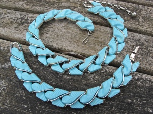 Vintage Lisner signed abstract turquoise thermoset bracelet necklace set